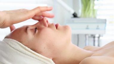 1579180925facial_massage_menicure_pedicure_karizma_salon_juffair_bahrain.jpg